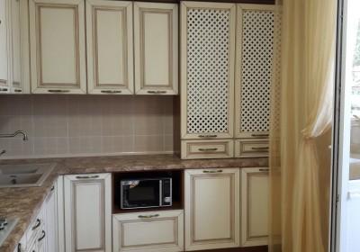 Кухня с фасадами с патиной